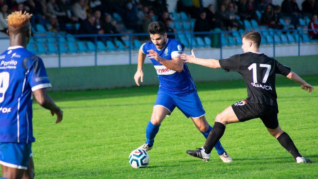 soccer player dribbling beat a defender 1v1