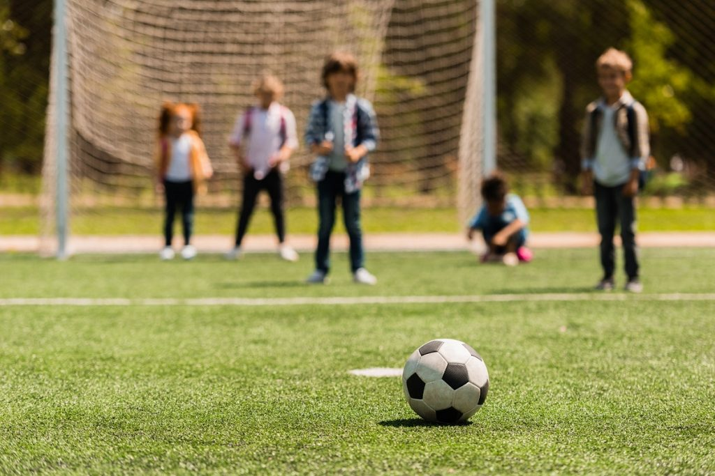 Difference of girls and boys soccer football how to teach girls compared to boys practice plans youth teenagers High School soccer select soccer us soccer development