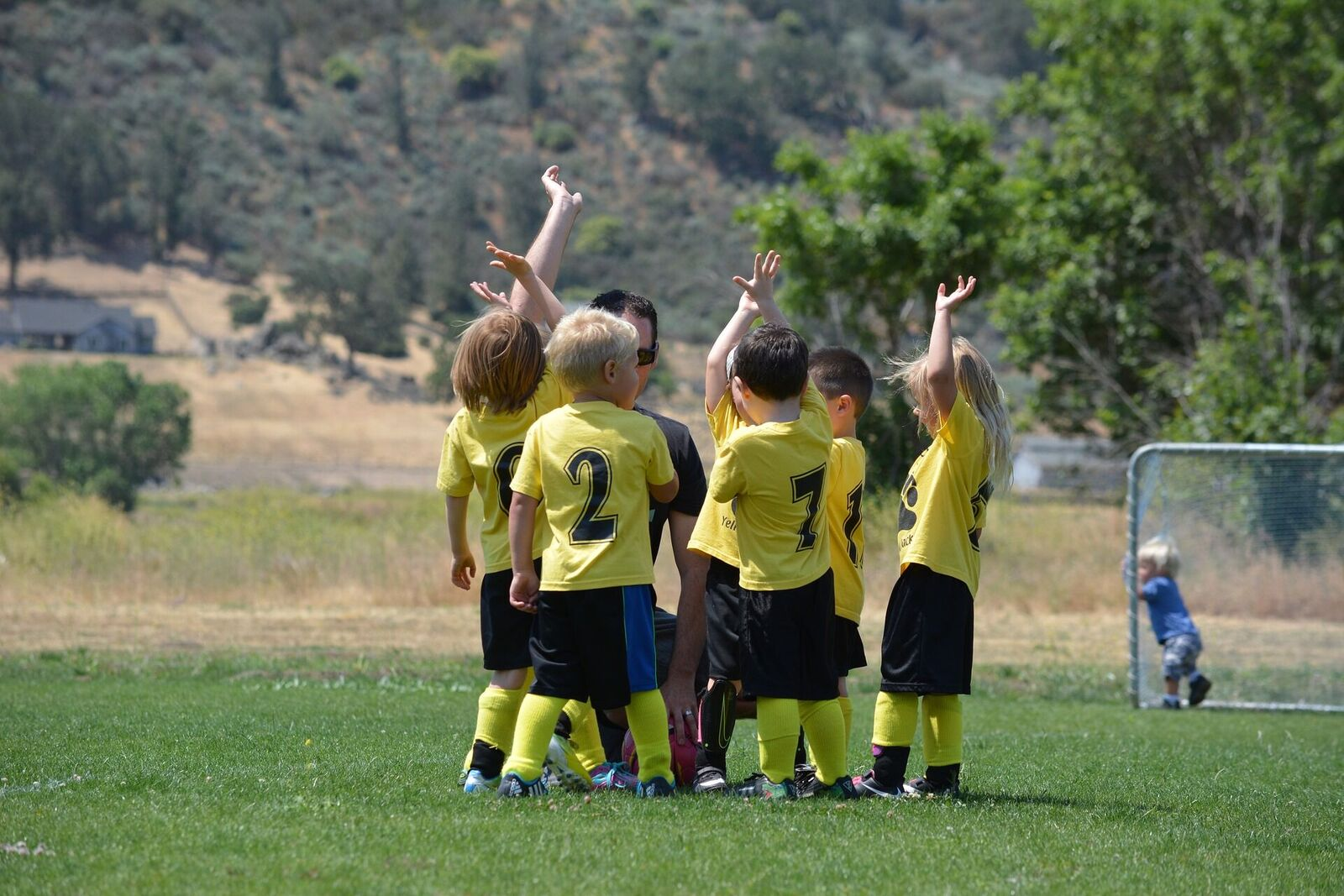 Soccer beginners novice youth football kids new to soccer team age 5 coaching drills private soccer lessons